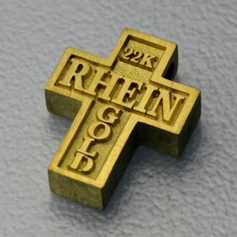 Kreuz Anhänger aus Rheingold / Naturgold des Rhein