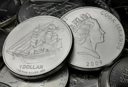 Cook Islands 1 Dollar Münze (Kopf- und Zahlseite)
